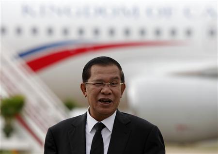 cambodia 039 s prime minister hun sen arrives at phnom penh international airport august 12 2013 photo reuetrs