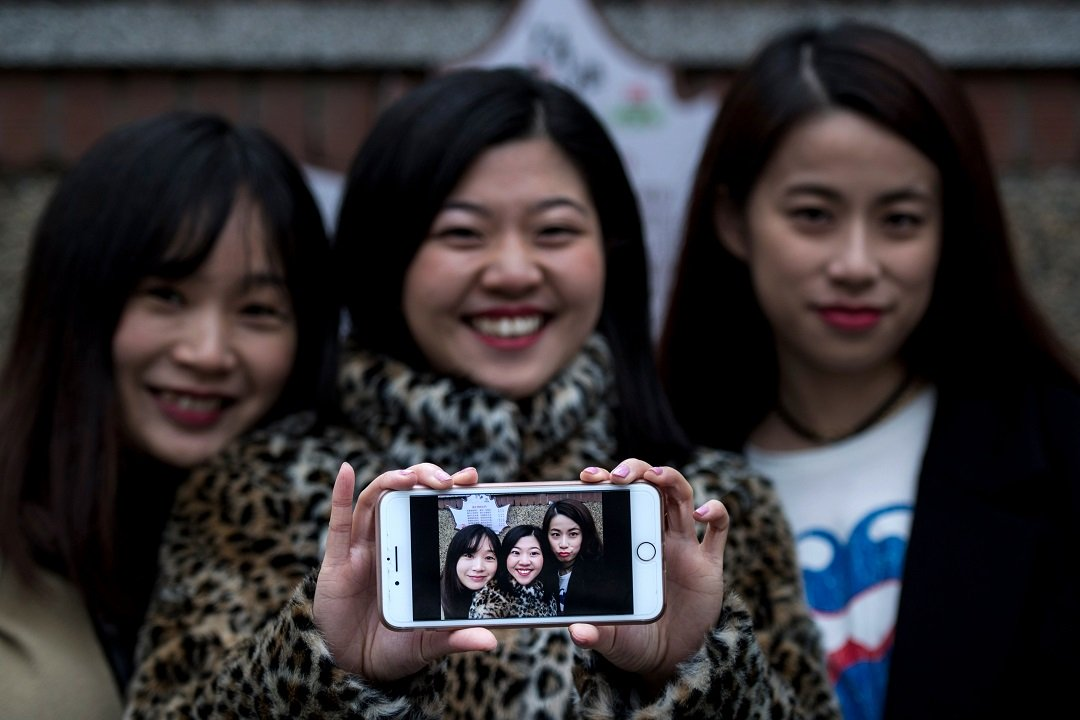 with more than 450 million active china users meitu is now also gaining traction abroad photo afp