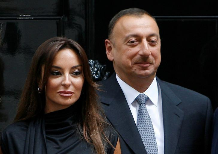 azerbaijan 039 s president ilham aliyev r and his wife mehriban pose for photographers after a meeting at 10 downing street in london britain july 13 2009 photo reuters