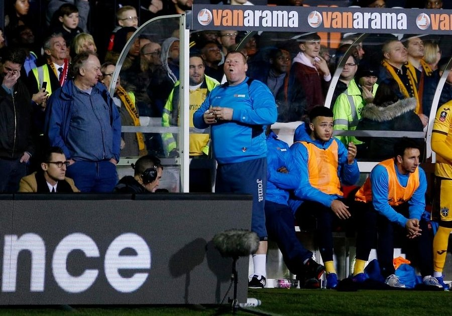 sutton united 039 s substitute wayne shaw eats a pie during the match against arsenal on february 20 2017 photo afp