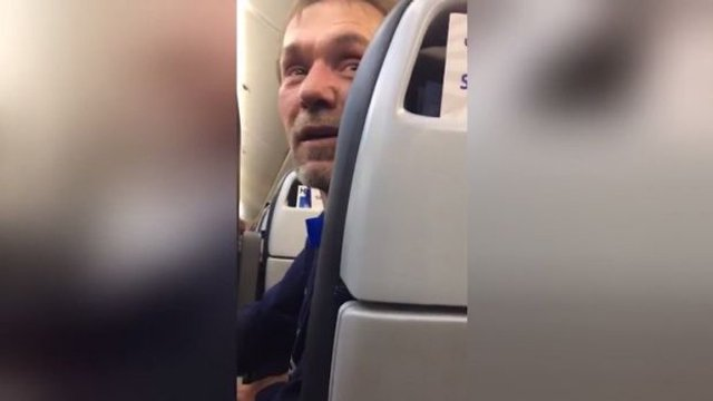 man asked to exit united flight after he made racist remarks towards a pakistani couple photo screengrab
