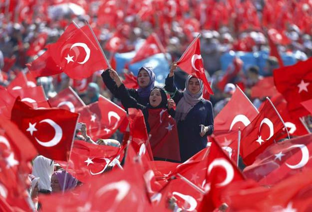 people wave turkey 039 s national flags during the democracy and martyrs rally organized by turkish president tayyip erdogan photo reuters
