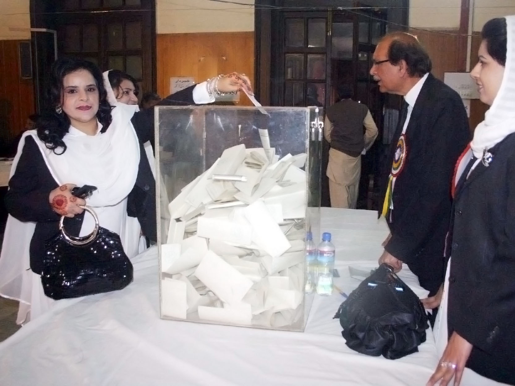 lawyers cast their votes during the lhcba elections on saturday february 23 2013 photo ppi