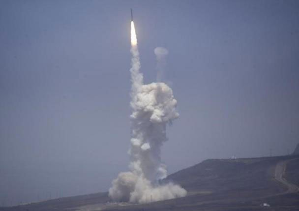 a flight test of the exercising elements of the ground based midcourse defence gmd system is launched by the 30th space wing and the us missile defence agency at the vandenberg afb california june 22 2014 photo reuters