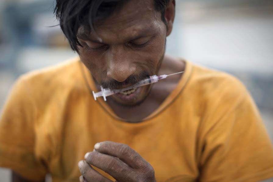 a drug addict prepares to inject himself with drugs pakistan has more than four million drug addicts in its population of 170 million according to figures compiled by the country 039 s anti narcotics force anf photo afp
