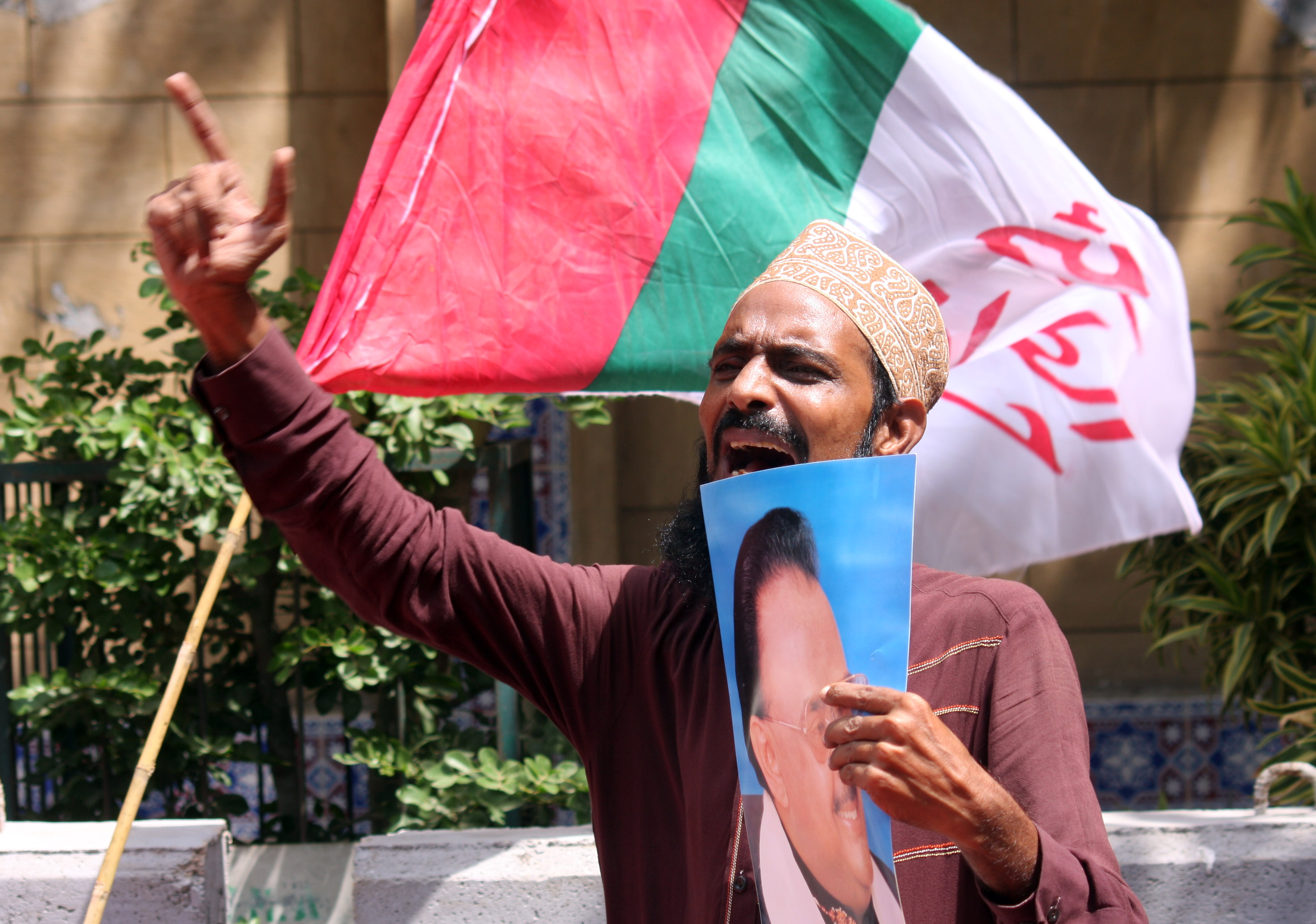 supporter of mqm protesting outside the cm house against arrest of party workers photo athar khan