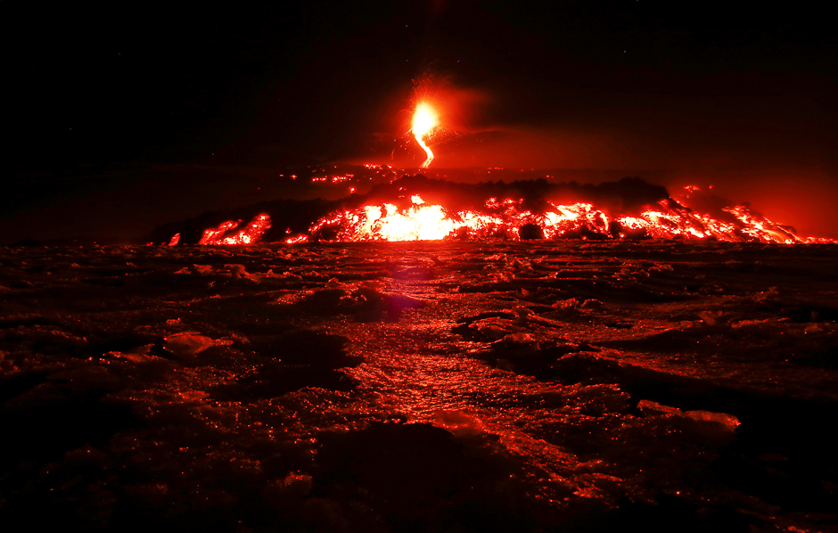 italy 039 s mount etna europe 039 s tallest and most active volcano spews lava as it erupts on the southern island of sicily italy photo reuters