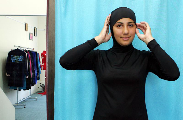 muslim women win right to wear full body suits in uk amateur swimming competitions
