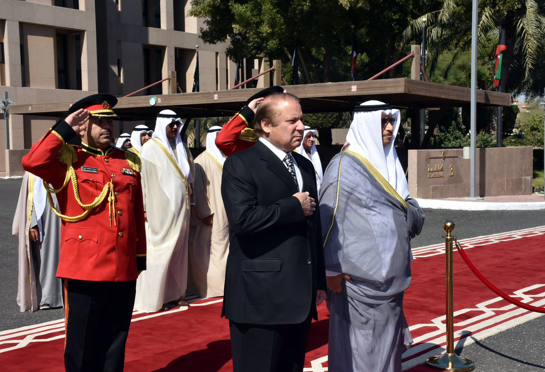 PRIME MINISTER MUHAMMAD NAWAZ SHARIF AND H.H. SHEIKH JABER AL-MUBARAK AL-HAMAD AL-SABAH PRIME MINISTER OF THE STATE OF KUWAIT LISTEN TO THE NATIONAL ANTHEMS OF BOTH THE COUNTRIES DURING THE GUARD OF HONOR CEREMONY AT BAYAN PALACE ON 7TH MARCH 2017. PHOTO: INP