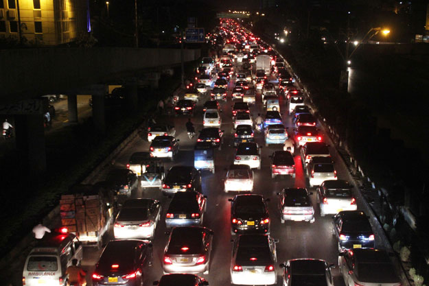 why expanding roads will not ease traffic in karachi