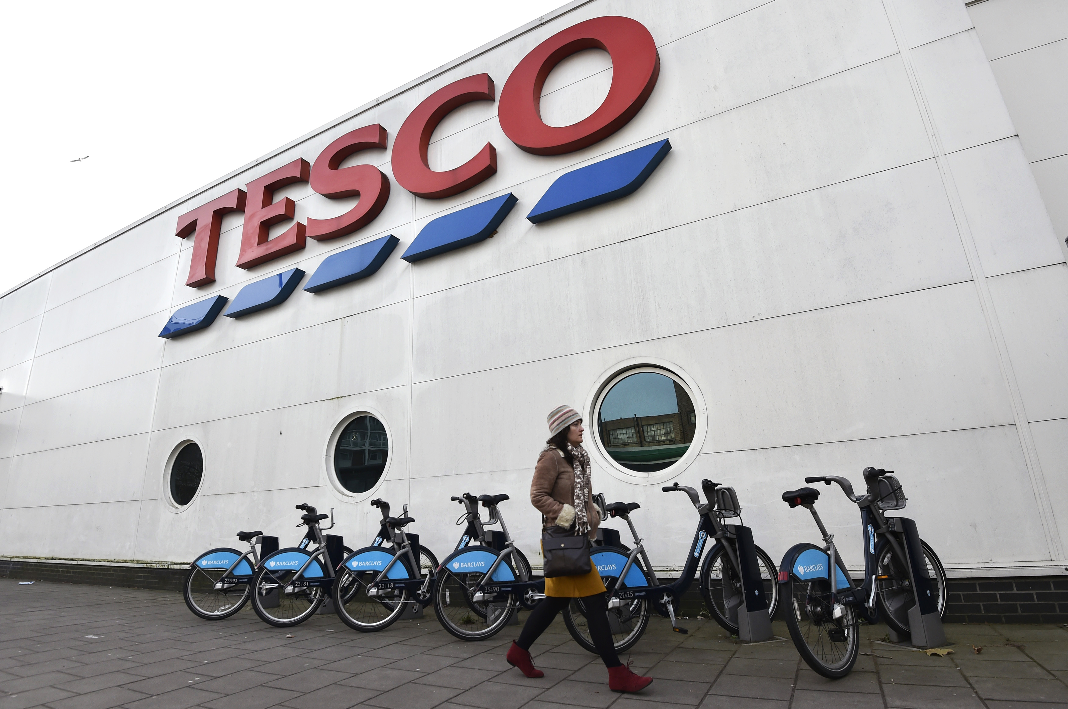 tesco ready to pay back 140 000 people