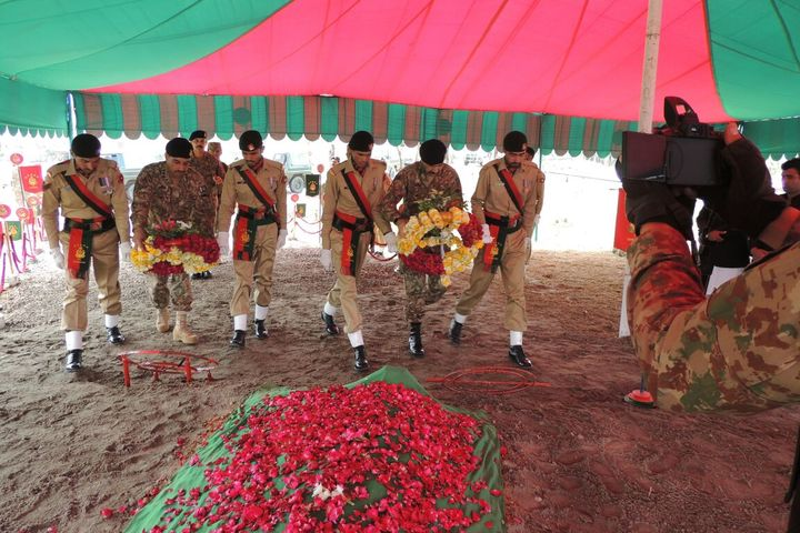 army personnel pay homage to soldier killed in bannu