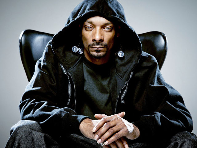snoop dogg draws controversy with trump shooting video
