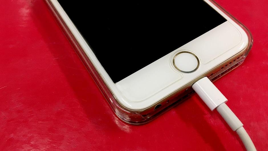 man dies charging iphone in the bath