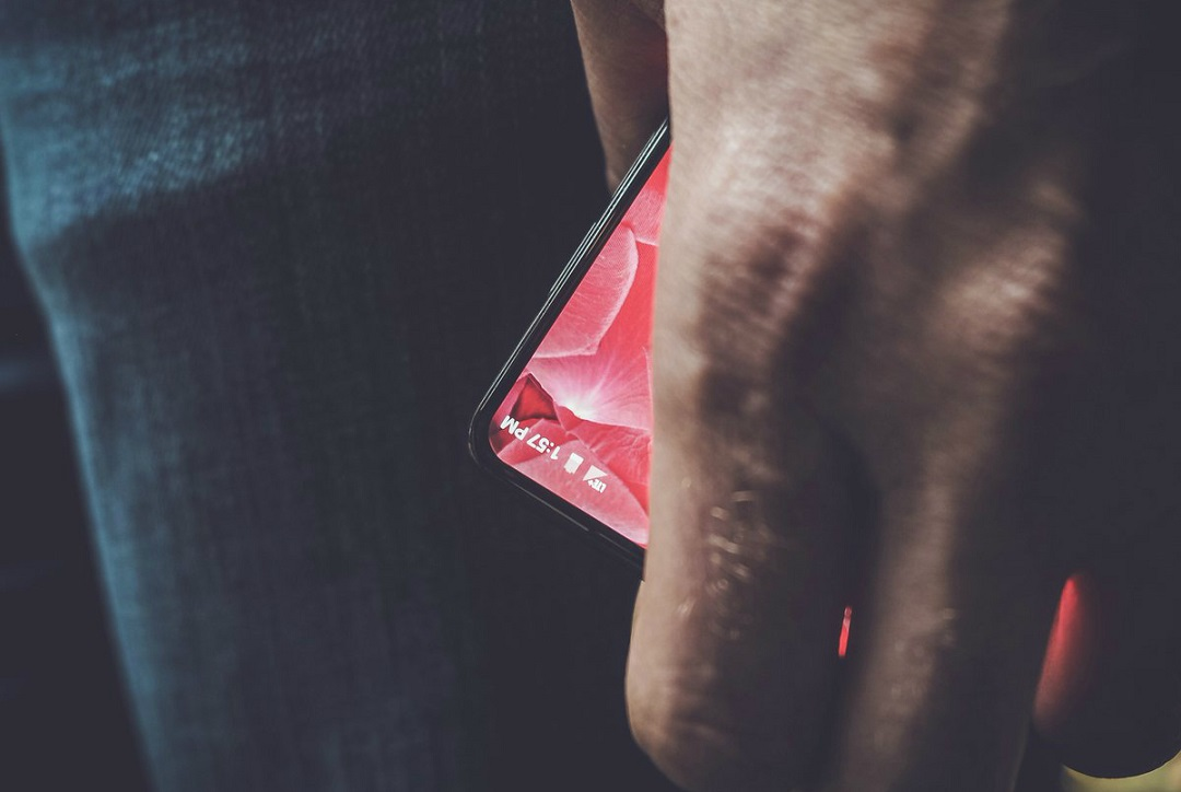 this new smartphone may give apple and samsung a reason to worry