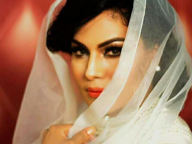 veena malik sues ex husband for rs1b over social media smear campaign