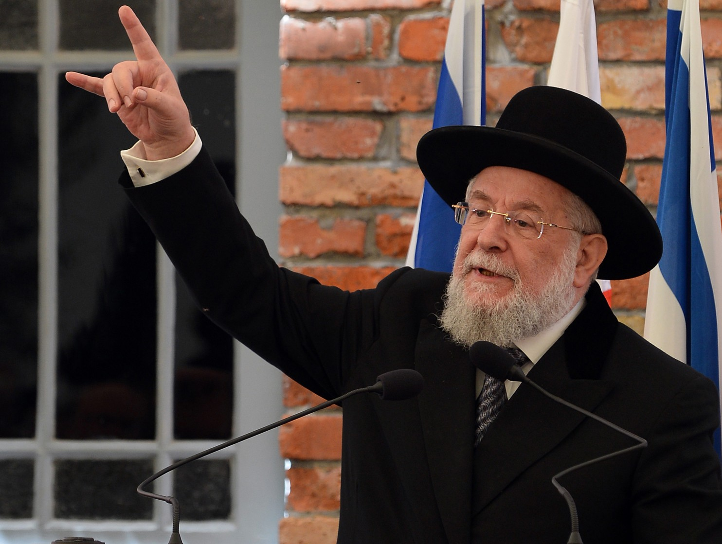 holocaust is happening in syria says israel s former chief rabbi