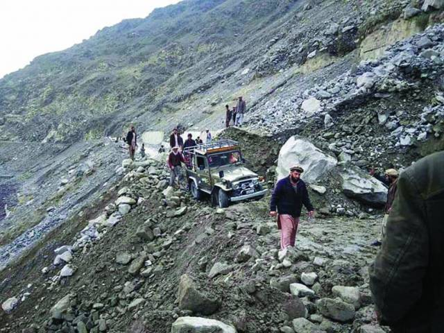 stranded tourists reach gilgit after kkh reopens
