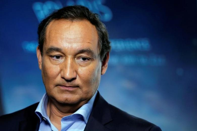 chief executive officer of united airlines oscar munoz in new york us photo reuters