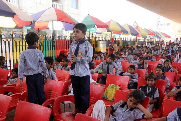 footpath school children in karachi dance their hearts out