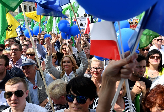 polish capital sees huge anti government protest
