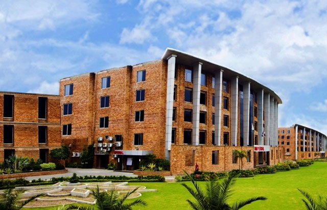 hec warns students against taking admission in this lahore varsity