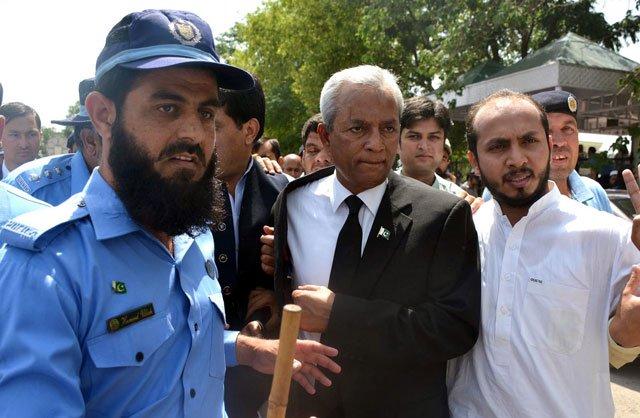 top court gives nehal hashmi 11 days to explain diatribe against judiciary