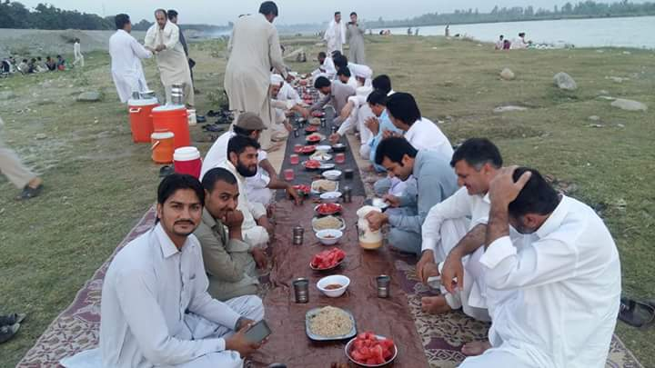 people throng picnic spot in munda to escape hot weather
