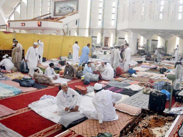 thousands go into aitekaf amid tight security in lahore