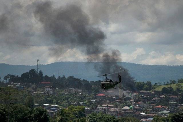 philippine troops pound militants as death toll passes 300