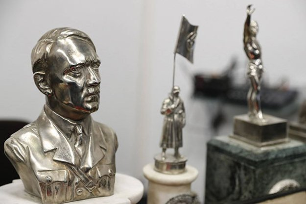 hitler s bust among 75 nazi artefacts found in collector s home in argentina