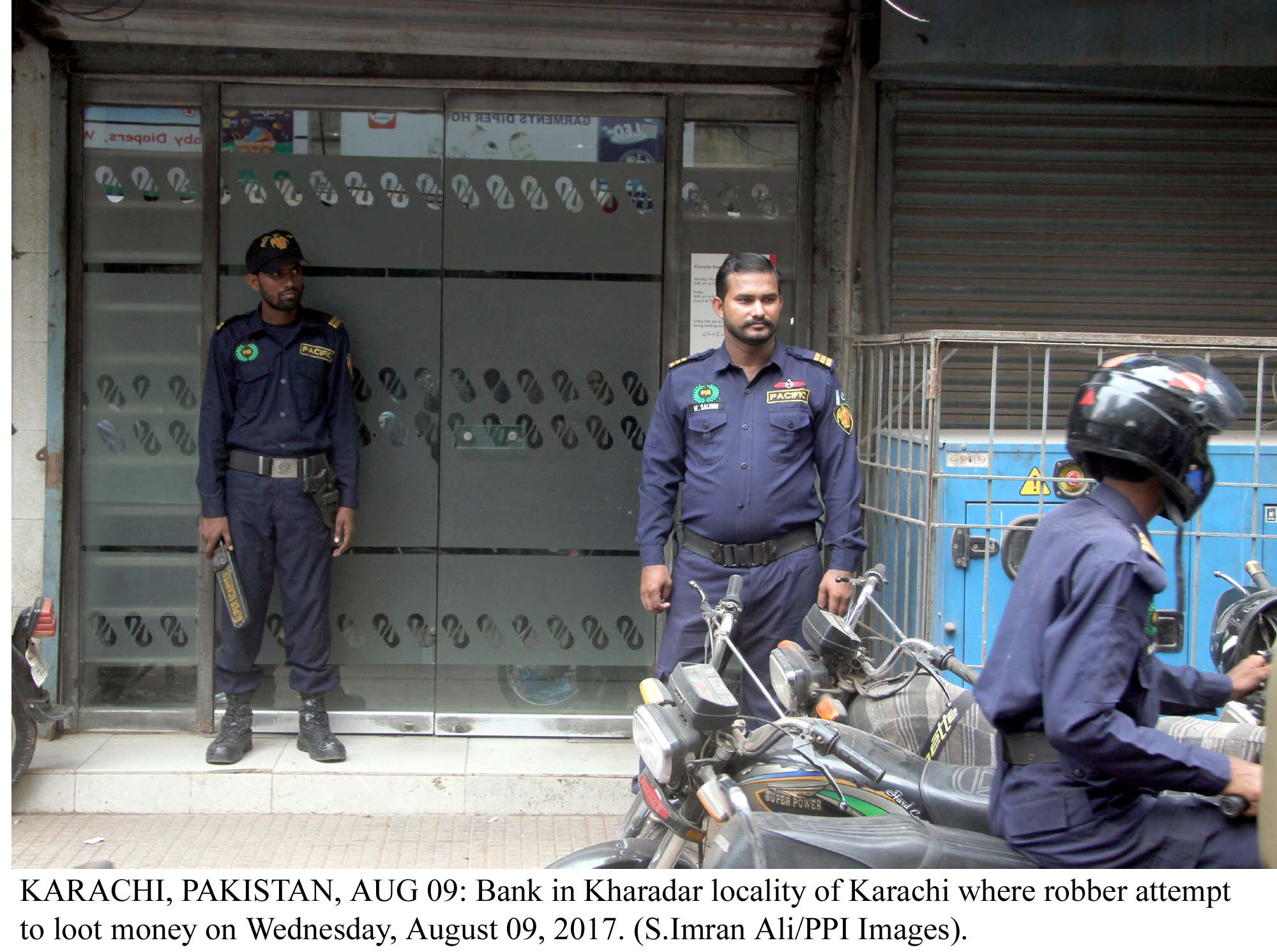 karachi struck by second successful bank robbery in two days