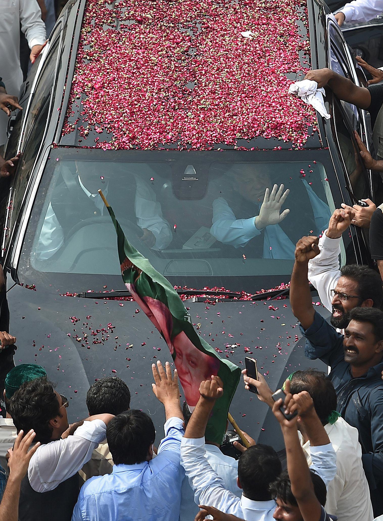 sharif s road show change in plan embarrasses pml n leaders
