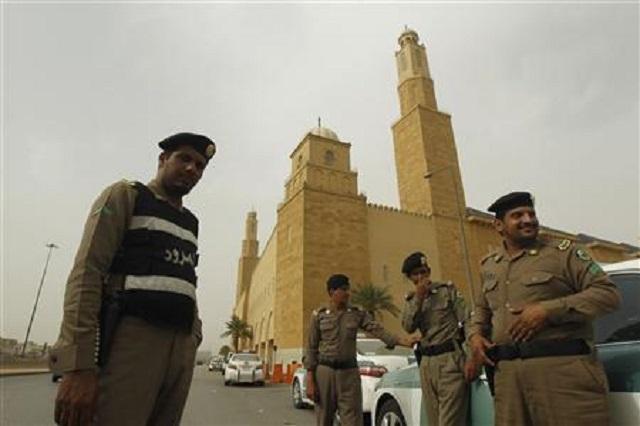 saudi authorities bust trio digging for treasure