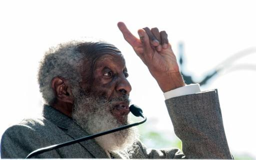 barrier breaking us comedian activist dick gregory dead at 84