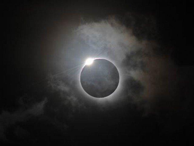 rare total solar eclipse mesmerises sky gazers in america