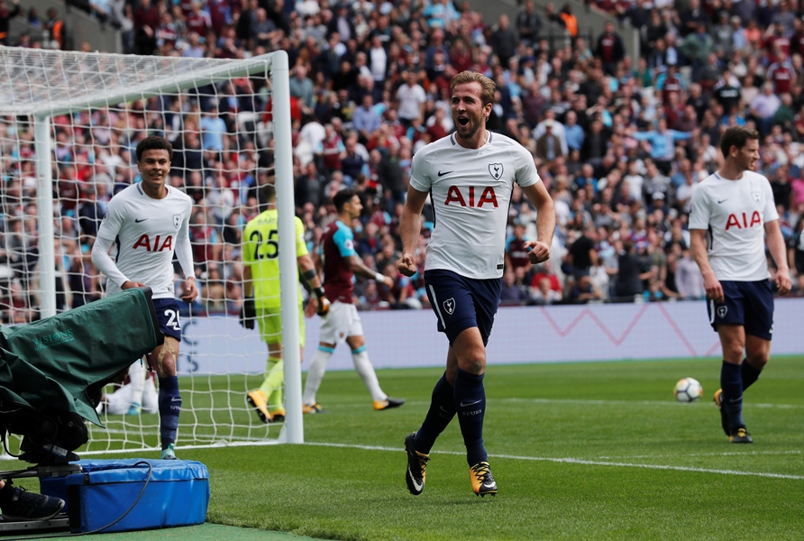 kane one of world s best says pochettino
