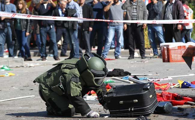 bomb blast in southeast turkey kills three soldiers wounds five