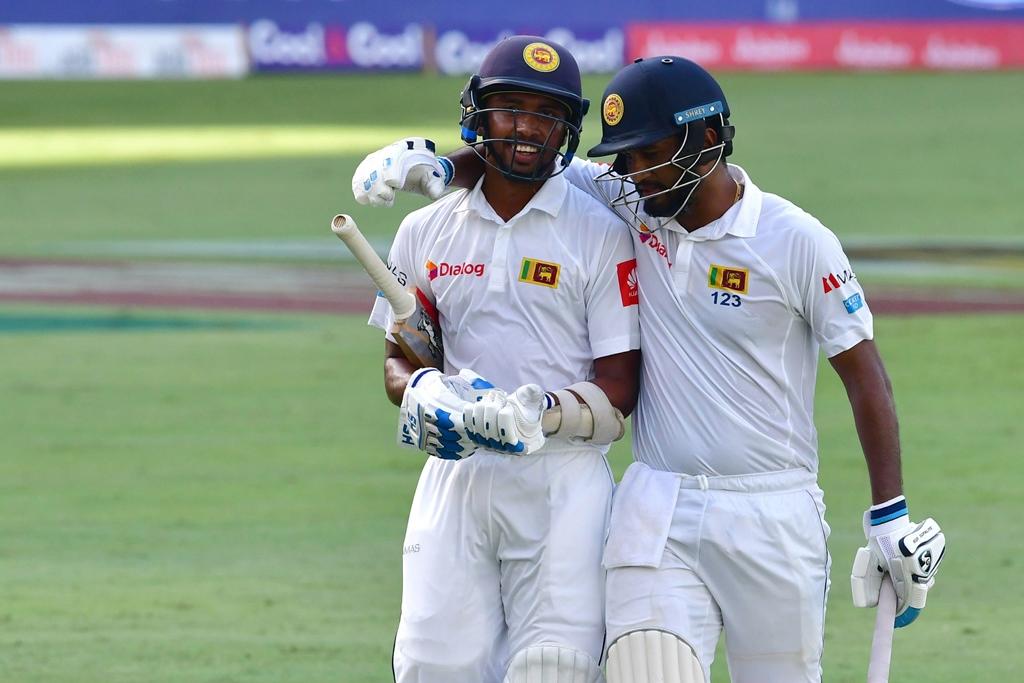 sri lanka lose three wickets against pakistan