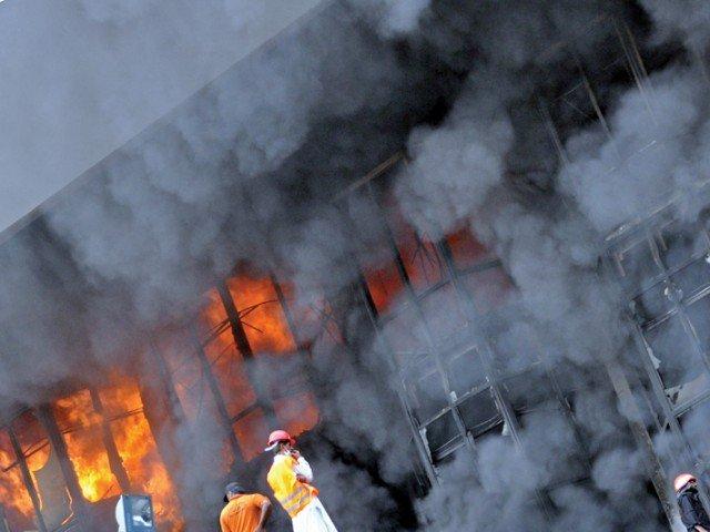 fire destroys slum in shera kot