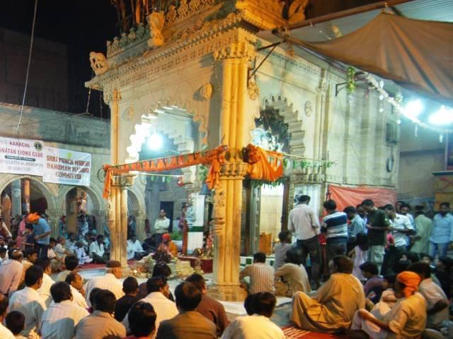 hindu community celebrates karva chauth