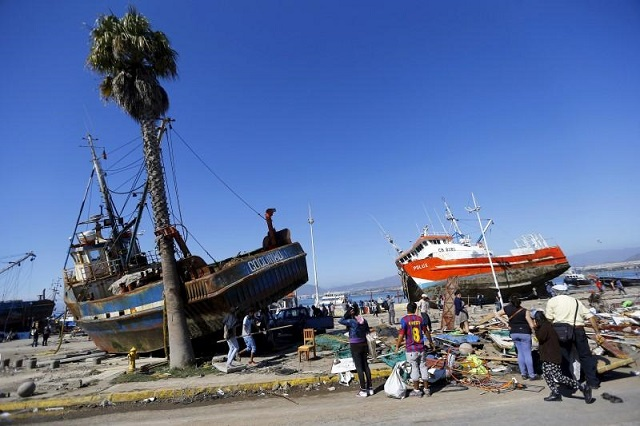 Ships are seen on the street after an earthquake hit areas of central Chile, in Coquimbo city, north of Santiago, Chile, September 17, 2015. PHOTO: REUTERS/Ivan Alvarado