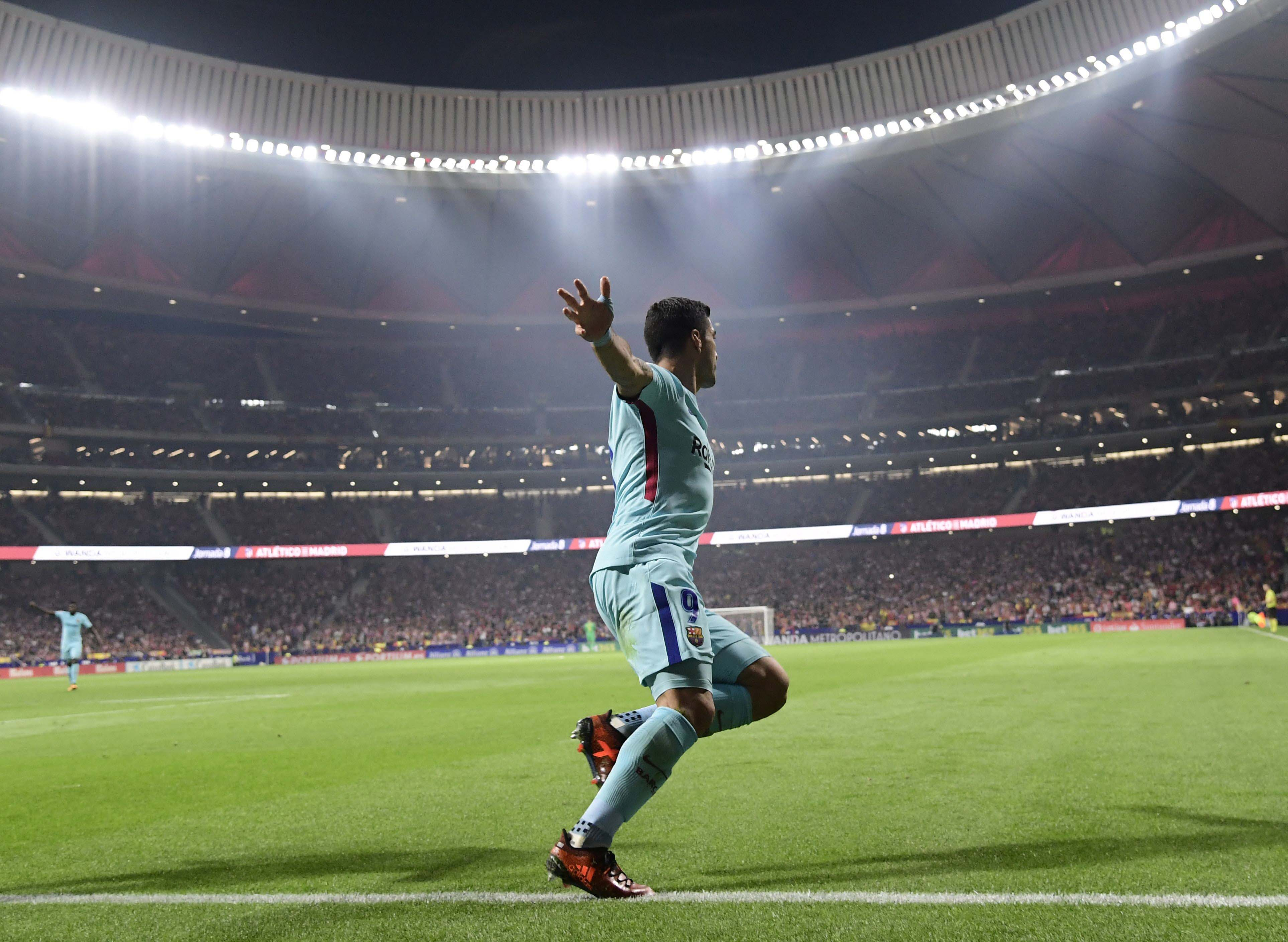 barcelona extend unbeaten run after late suarez equaliser