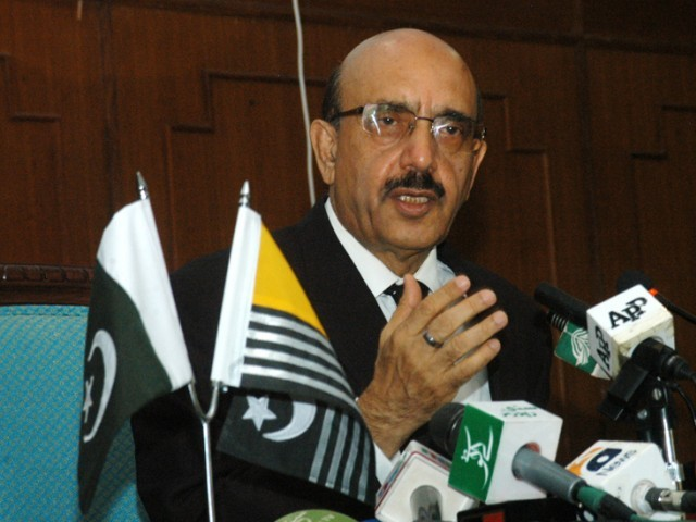 over 150 educationists and opinion leaders from pakistan and ajk participated in a seminar photo file