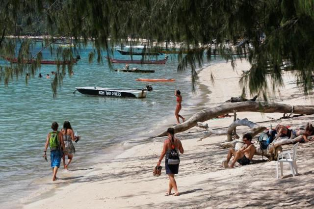 if caught smoking on 20 of thailand 039 s most famous tourist beaches will face a 3 000 fine or up to a year in prison photo reuters