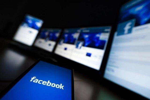 facebook joins effort to boost newspaper subscriptions