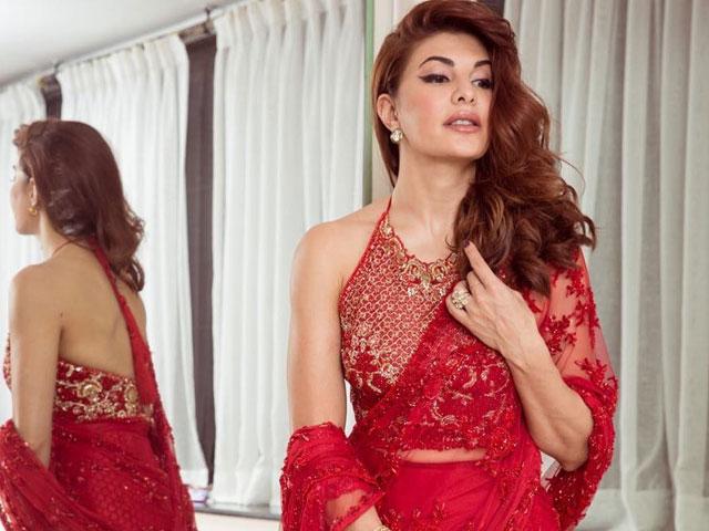 jacqueline fernandez celebrates diwali in pakistani designer faraz manan s sari