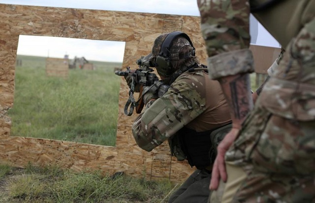 Members of self-described patriot groups and militias run through shooting drills during III% United Patriots Field Training Exercise, which they describe as the largest patriot event in the country, outside Fountain, Colorado. PHOTO: REUTERS