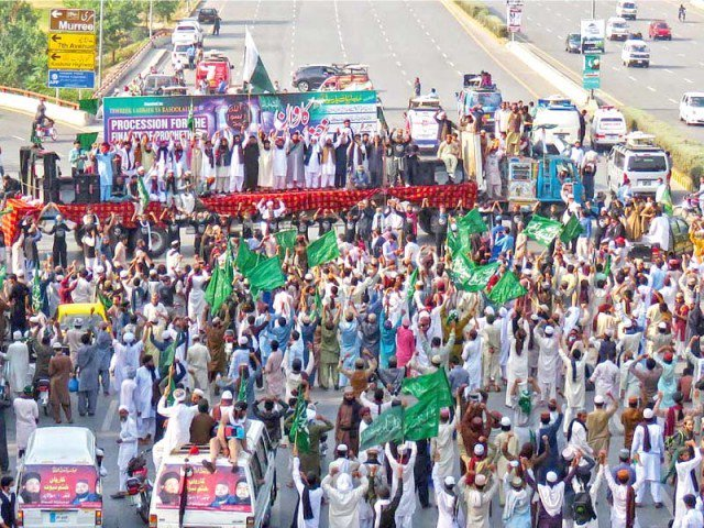 defying ihc faizabad protesters stay put