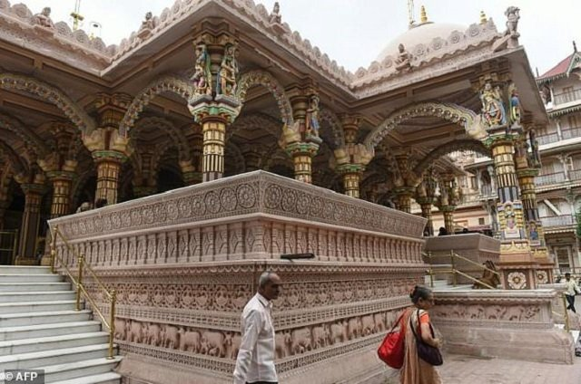 india s heritage city races to save icons from polluted ruin